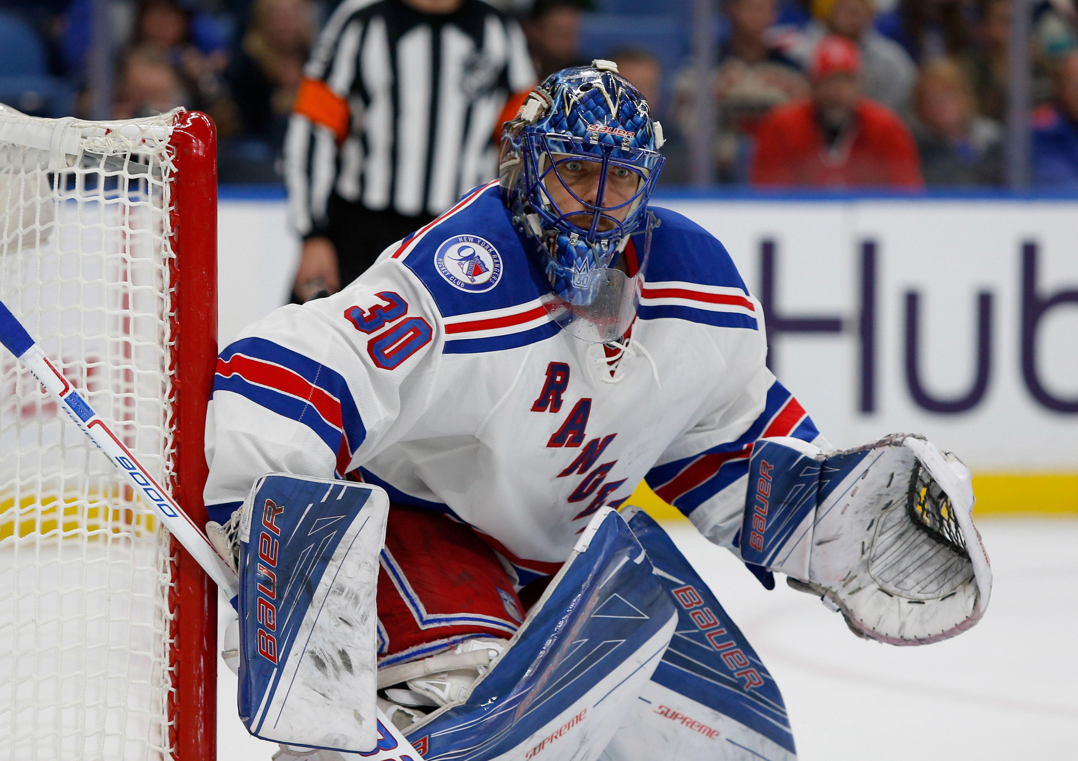 Lundqvist reaches 400 victories; Rangers' win streak hits 5
